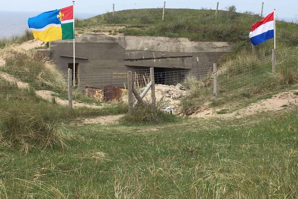 De vlaggen hangen al, want de bunkers mogen weer open voor publiek.