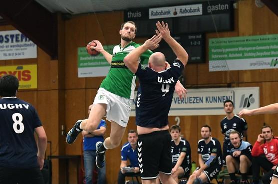 De handballers van Tonegido uit Hippolytushoef promoveren voor de tweede keer in drie jaar tijd. De keepers dreigden eerst te stoppen en er is nog geen trainer, maar: 'We gaan ervoor'
