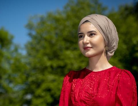 Süheyla (27) groeide op in de armste wijk van Zaandam, met z'n zessen op nog geen zestig vierkante meter: 'Er blijft altijd die angst voor de toekomst'