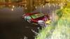 'Erg koud.' Auto te water na uitwijkingsmanoeuvre in Zwanenburg, passagier naar ziekenhuis