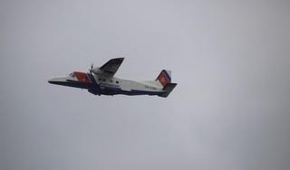 Kustwacht rukt uit met meerdere boten en vliegtuig voor verlaten, gezonken zeiljacht in Markermeer