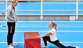 Turncoach Wevers wint kort geding en mag van de rechter naar Olympische Spelen