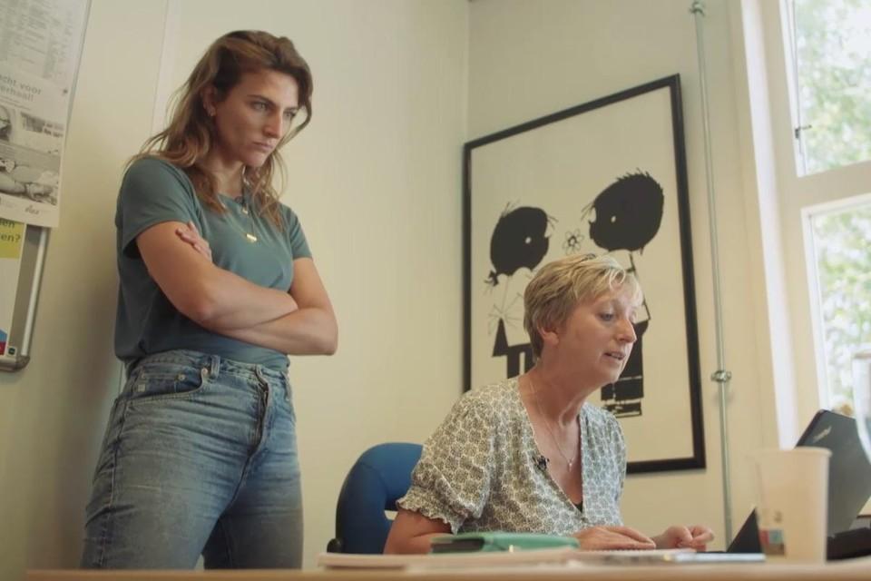 Pointer-presentatrice Anna Gimbrère (links) en de Helderse Tosca Weinberg.