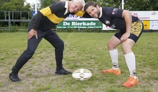 Senior Hans en zoon Dennis Verbruggen delen al jaren hun liefde voor Schager rugbyclub Rush: 'Mijn vader was volgens mij meer een teamspeler, waar ik soms wat egoïstisch kan zijn'