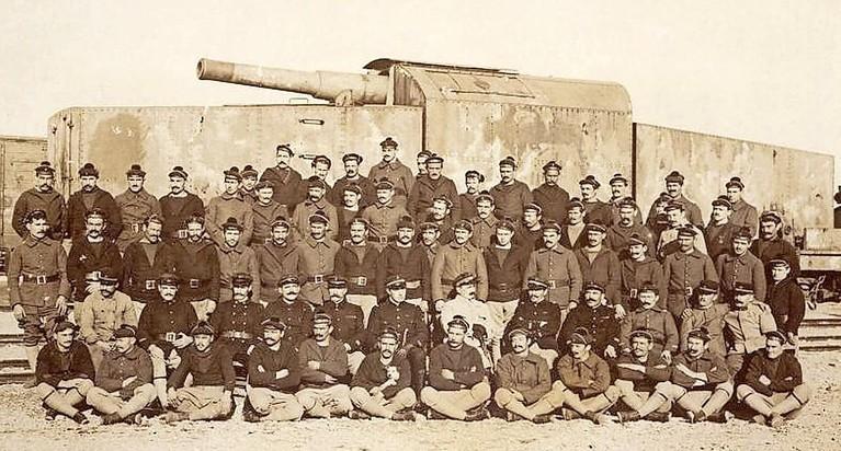 Met Duitse geschutstrein werden Georgiërs tijdens Texelse opstand beschoten. Opnieuw reacties van lezers over zwaar geschut in Den Helder