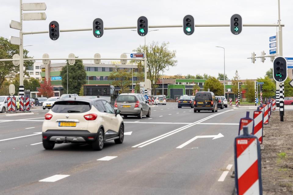 Verkeer vanaf de A7 rijdt richting Hoorn.