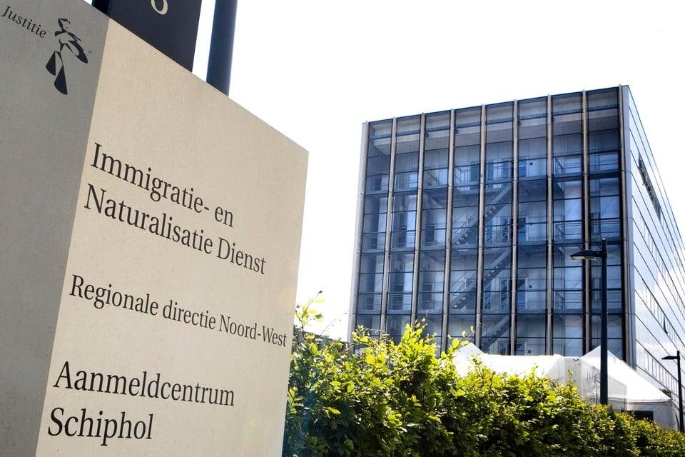 Asielzoekers die een verblijfsvergunning krijgen van de IND moeten door gemeenten aan onderdak worden geholpen.