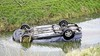 Auto vliegt uit de bocht en raakt te water in Warmenhuizen