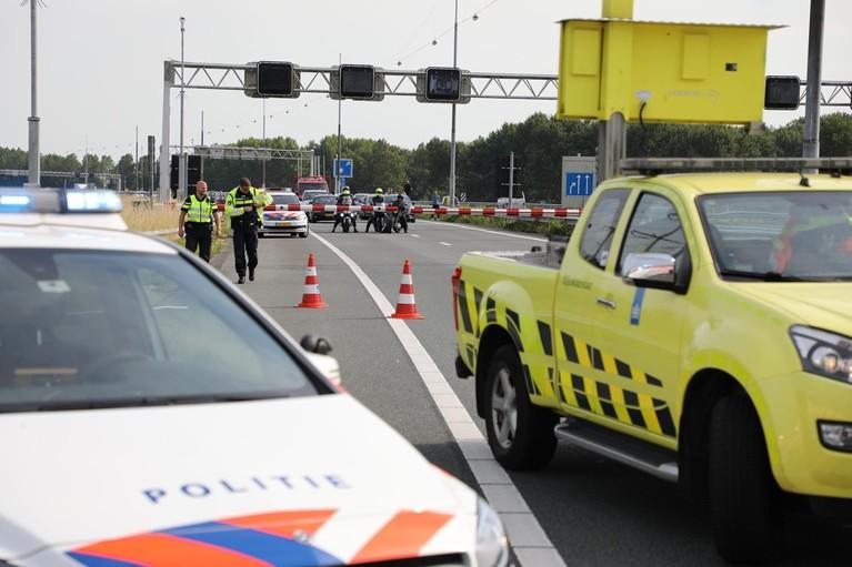 Motorrijder gewond bij botsing voor Wijkertunnel in Velsen-Zuid