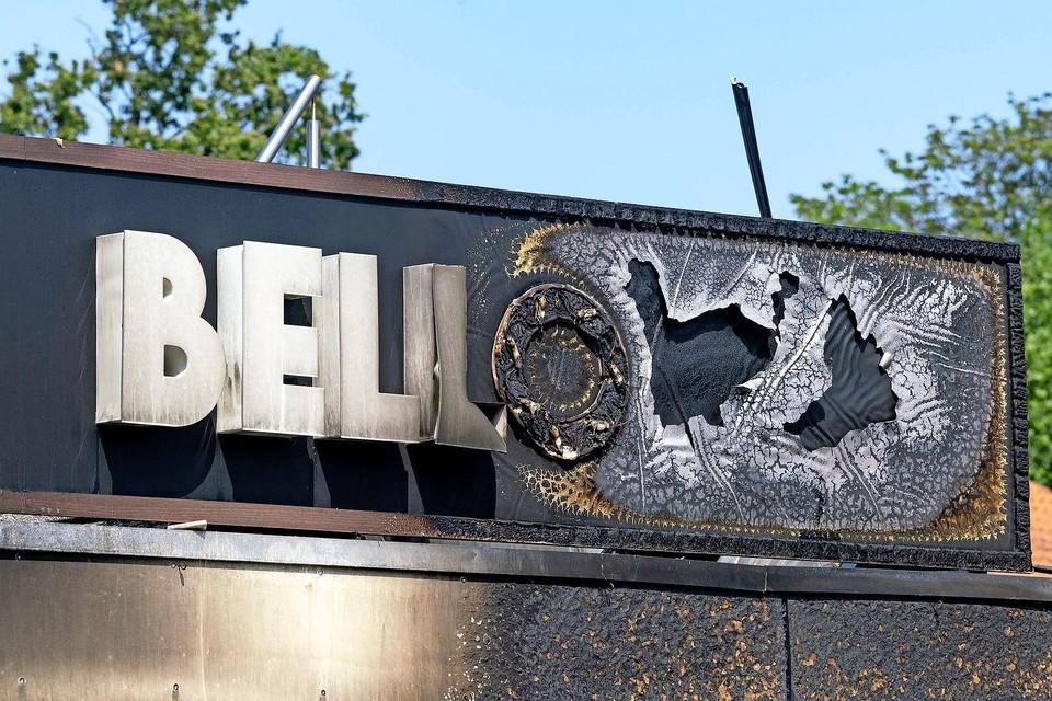 Snackbar Bello brandde woensdag 21 juli om 04.00 's nachts volledig af. Ook eethuisje No Span ging verloren, naastgelegen panden hadden schade.