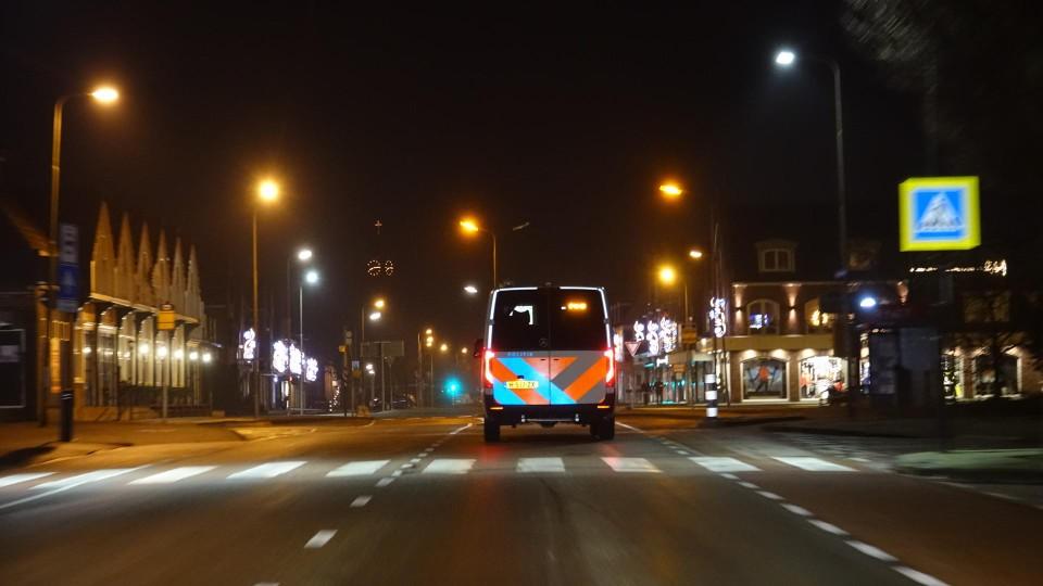 De politie is aan het surveilleren in Volendam.