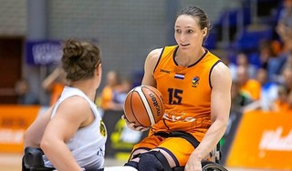 Juichen voor Duitsland? Ze kan het zich eigenlijk niet voorstellen, maar Mariska Beijer doet het deze weken toch...