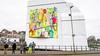 Michael Rieu pakt 'zijn' Amsterdamse Poort in Haarlem nog eens in, maar dan met zijn eigen kunst [video]