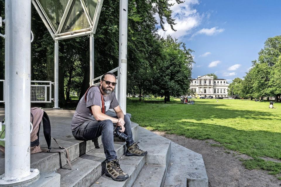 Franklin van der Erf op de plek waar het voor hem als evenementenfotograaf begon: de Haarlemmerhout.