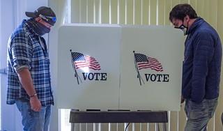 Verkiezingskoorts in de polder: Amerikanen uit Enkhuizen, Bergen, Leiden en Haarlem kijken gespannen uit naar verkiezingsstrijd [video]