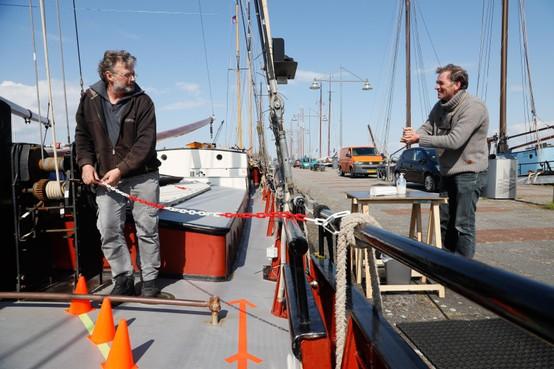 Chartervaart van het kastje naar de muur: Captain Corona noodgedwongen nog even voor anker in afwachting van boordprotocol