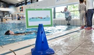Zwembaden open voor lessen aan kinderen. Ruud de Koning van de Waterakkers: 'Maar laat het vooral een eerste stap zijn naar nog meer.'