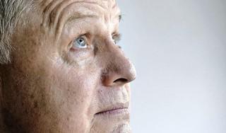 Hoe overleef ik de dood? Bamber Delver verloor na 38 jaar zijn man, na een slopende ziekte. 'Ik had Marcel beloofd dat ik door zou gaan. Maar ik dacht, hoe ga ik dat doen?' Hij schreef er een boek over