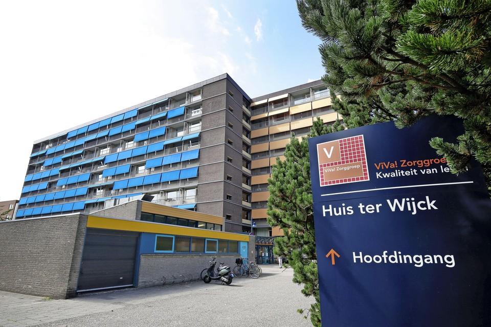 Mogelijk zijn er bij Huis ter Wijck, onderdeel van Viva Zorggroep, in een maand 26 bewoners aan covid-19 overleden.