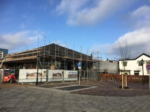 Makelaar Prins blaast Baarns plan nieuw kantoor en appartementen af; bouw Aldi supermarkt vordert gestaag