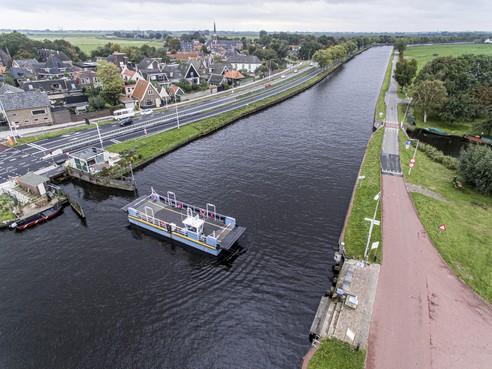 Waterland wil af van de pont bij Ilpendam; onderzoek naar overdracht aan provincie
