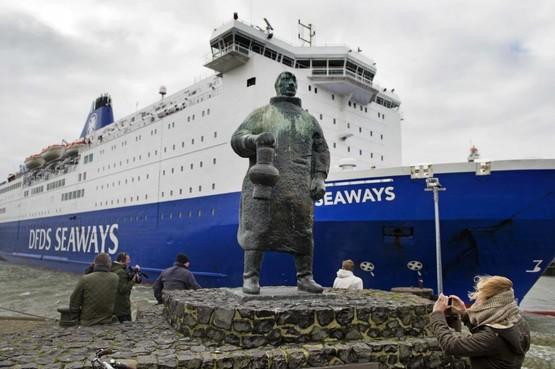 College Velsen wil rederij DFDS (IJmuiden-Newcastle) misschien dwingen tot walstroom