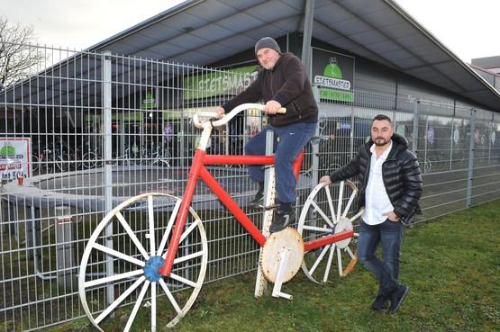 Sahir verkoopt niet alleen fietsen in Beverwijk, hij kan ze ook (laten) maken