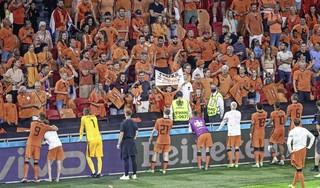 Wie wordt de tegenstander van Oranje? Hogere wiskunde biedt geen uitkomst, al kunnen we héél voorzichtig gaan strepen