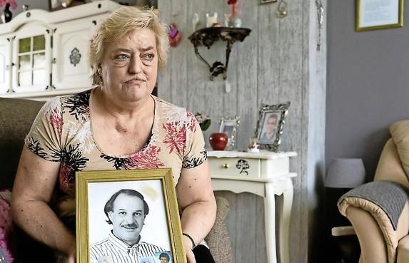 Sonja heeft nog lang niet genoeg geld om haar grote liefde Freek te laten cremeren