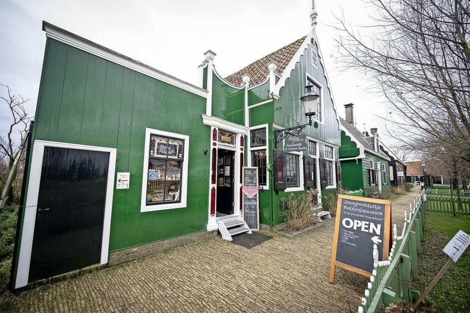 Het bakkerijmuseum op de Zaanse Schans is open, maar even geen bezoekers.