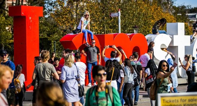 Amsterdamse raad: weg met 'I amsterdam' op Museumplein