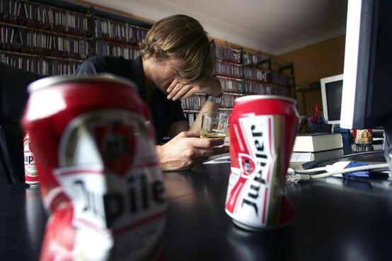 Drank, porno, binge-eten en gokken lonken in quarantaine. 'Honderd procent zeker dat er nu meer porno wordt gekeken'