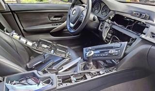 Wormerland geteisterd door BMW-krakers: navigatiesystemen weggeroofd uit auto's