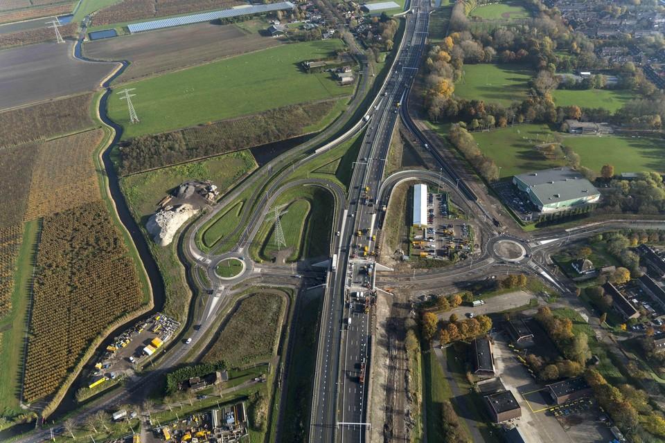 De vierbaans Westfrisiaweg vorige maand, ingeklemd tussen Zwaagdijk-West (links) en de Risdam (rechts).