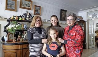 Waarom moeder Elly van den Berg-Blokdijk uit Hoorn zo belangrijk is: 'Ze steekt overal een handje toe'