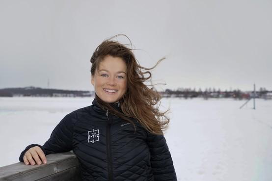 Marathonschaatsster Lisanne Buurman (Wervershoof) na jaren van revalideren zielsgelukkig met bronzen medaille