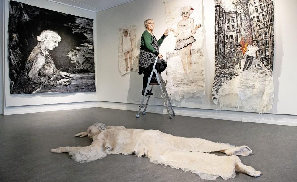 Kunstenaar Mieke Werners (76) is nog even gemotiveerd als toen ze in '66 als jonge blom afstudeerde van de Gerrit Rietveld Academie.