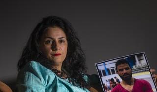 Iraans-Nederlandse Atti Bahadori huilde en schreeuwde om dood van worstelaar Navid. De Purmerendse strijdt al dertig jaar voor een beter Iran