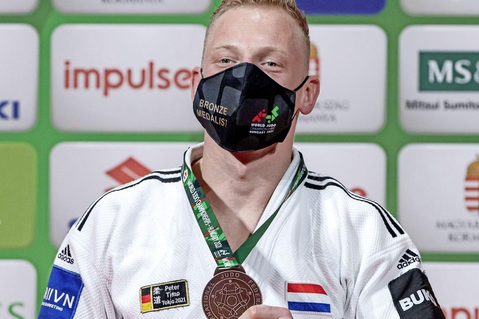 Frank De Wit met zijn WK-medaille.
