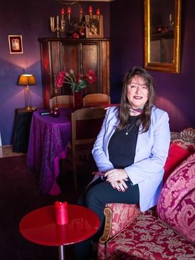 Miranda van Dijk werd als baby weggerukt bij haar moeder, belandde in een klooster en heeft haar halve leven nodig gehad om haar trauma's te verwerken: 'Ik ben inmiddels geheeld en help andere vrouwen'