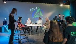 Leerlingen van d'Ampte in Hoorn maken televisie over het coronavirus: 'Een mondkapje is zoals een condoom'