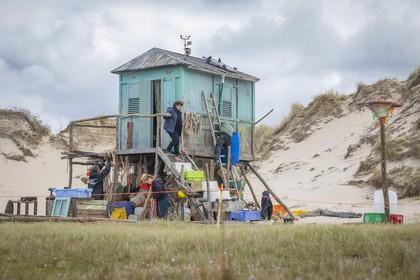 Z'n huisje staat bijna: Freek de Jonge speelt De Vogelwachter in De Slufter op Texel
