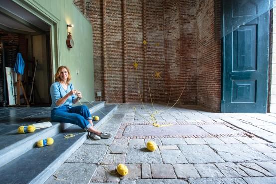 Linda Meulenhoff maakt vergankelijke kunst in de Grote Kerk: 'Het is niet erg dat mijn werk verdwijnt'
