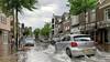 Waterballet in Alkmaar. Bergertunnel als openbaar zwembad, winkels dicht door wateroverlast en auto's waden door kniehoog water [video]