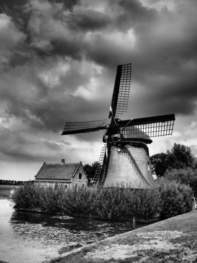 Joke Ligthart wint met majestueus baken in kleurige polder fotowedstrijd van Zijper Molens