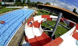 Viral: zwembad Crommenije scoort met waterglijbaan op het Duitse platform Tuberides [video]