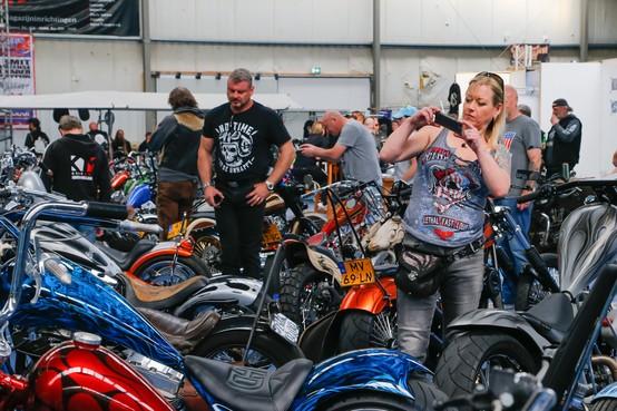 Zonder spanning genieten van Choppershow The Rogues in Hoogwoud: 'Blij en trots dat er niet is toegegeven aan bedreigingen'