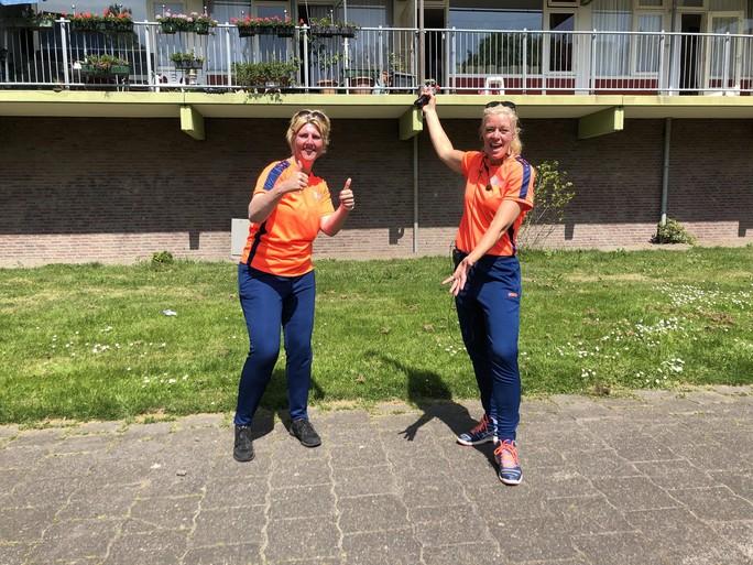 Zwaaien met de heupen met Helen en Cindy tijdens balkongym in Purmerend [video]