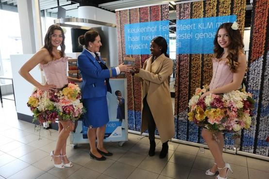 Keukenhof en KLM delen hyacinten uit