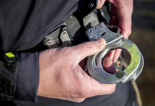 55-jarige man in bezit van nepwapen aangehouden in Den Helder